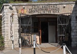Ospedale nella roccia